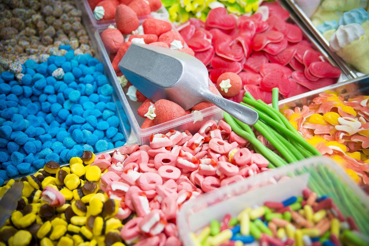 rzucanie słodyczy