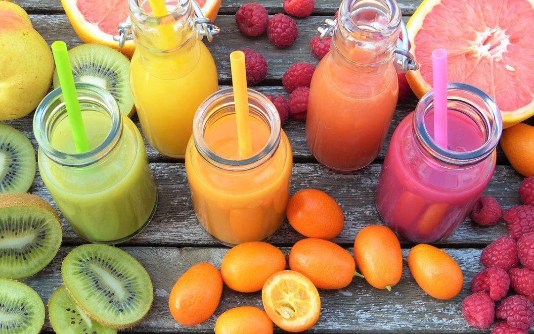 Jak zrobić smoothie? Pomysły na zdrowe i dietetyczne koktajle