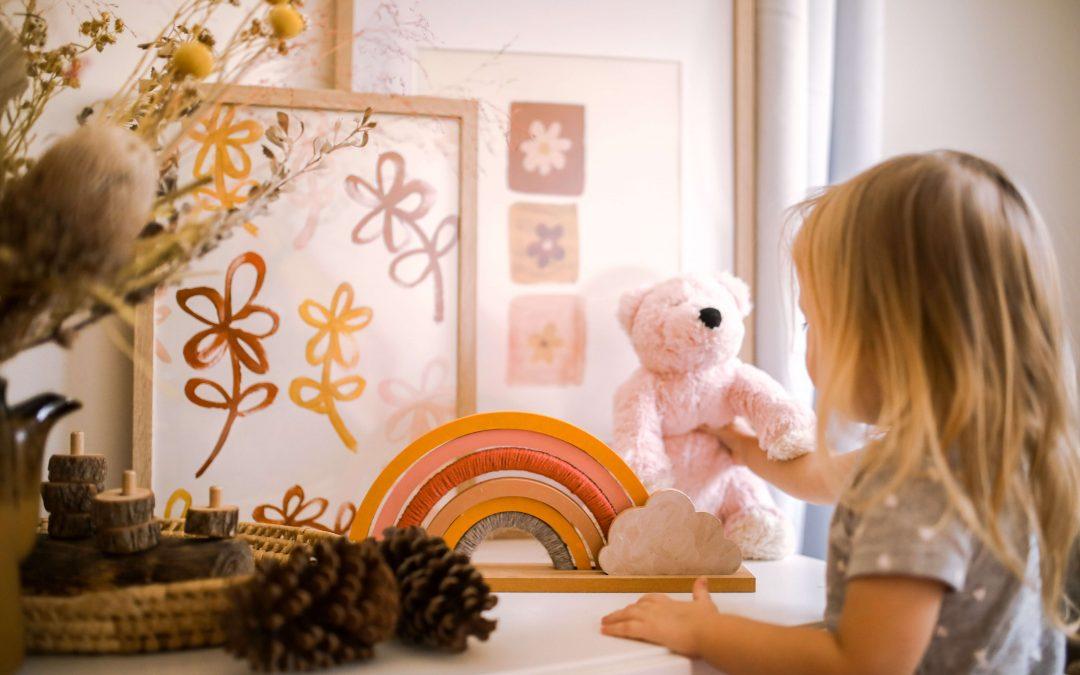 Co warto mieć na uwadze, aranżując pokój małego dziecka?